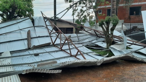 Temporal com fortes rajadas de vento e chuva de granizo geram estragos em Tupanciretã